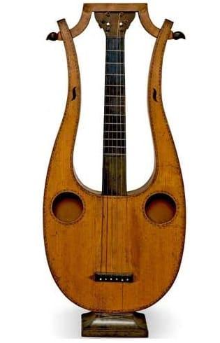 violão em forma de lira século 19