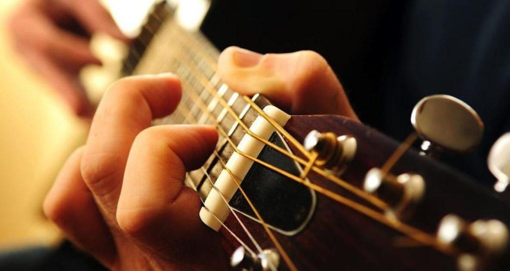 tocando com estilo - Como Tocar Guitarra Fingerstyle Para Iniciantes